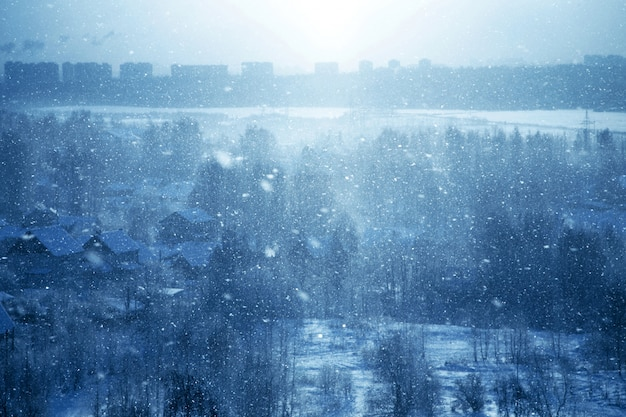Blauer winterhintergrund
