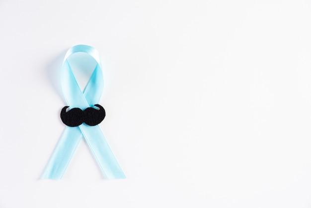 Blaues band, das den monat november darstellt, um das bewusstsein für die gesundheit von männern zu stärken