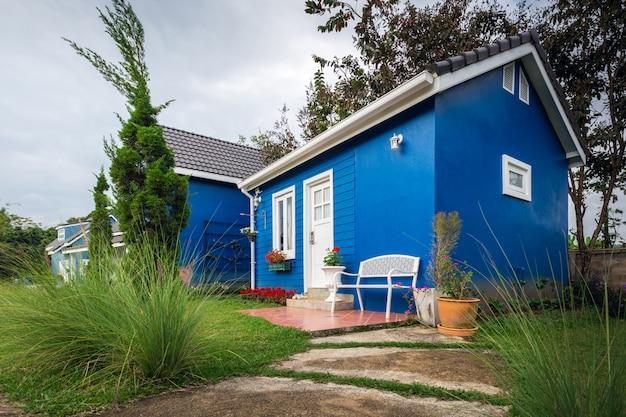 Blaues haus. diverses wohndesign und dekoration.