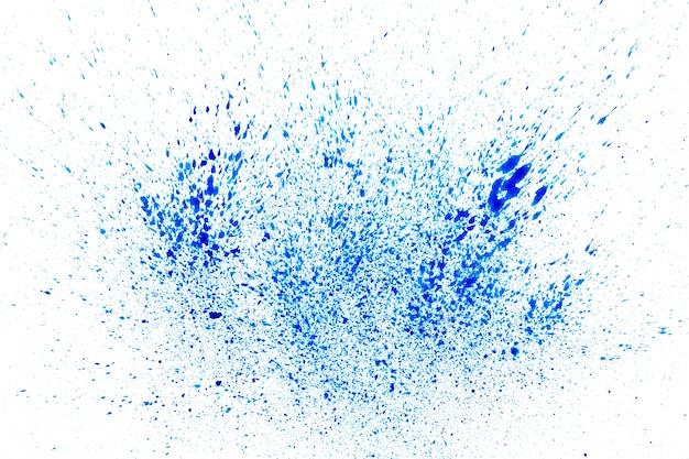 Blaues pulver auf weißem hintergrund