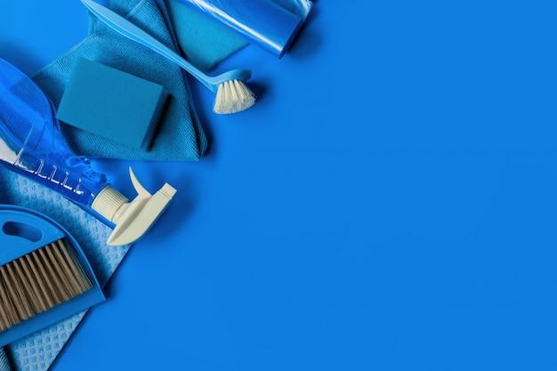 Blaues reinigungsset für den reinigungsservice.
