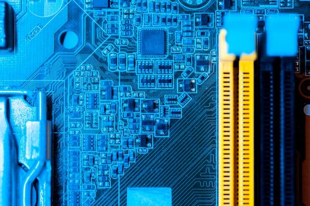 Blaues themenorientiertes motherboard mit schlitznahaufnahme