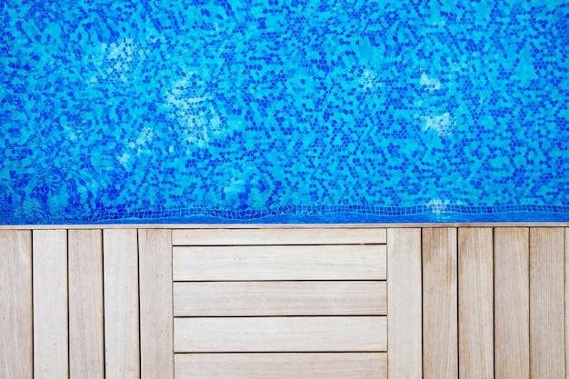 Blaues wasser im schwimmbadhintergrund