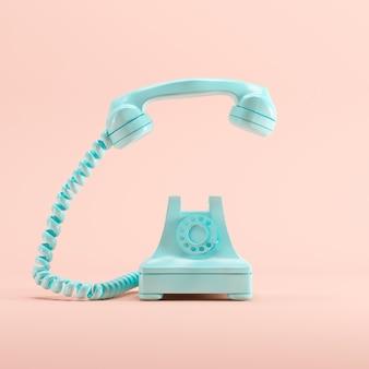 Blaues weinlesetelefon auf rosa pastellfarbhintergrund. minimales ideenkonzept.