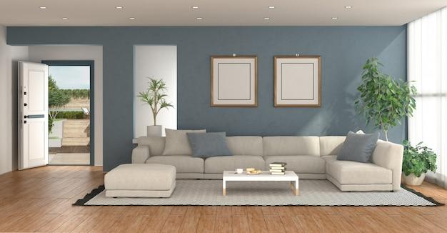 Blaues wohnzimmer mit offener eingangstür