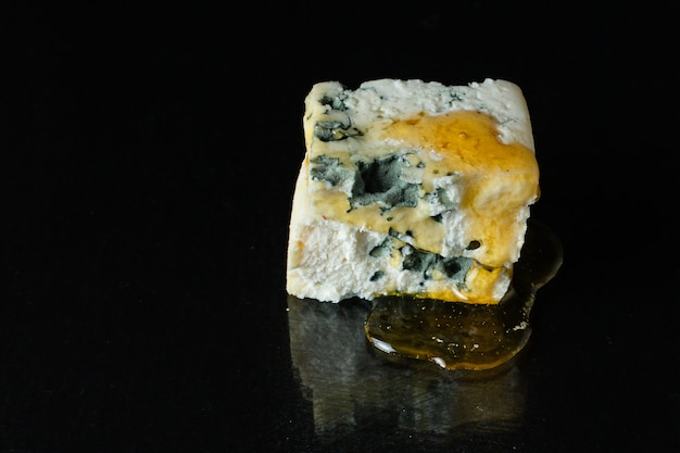 Blauschimmelkäse-milchprodukt aus ziegenschaf oder kuhmilch-roquefort
