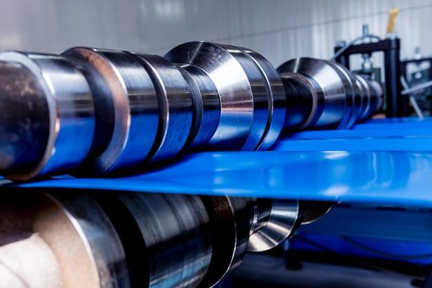 Blechumformmaschine in der modernen metallfabrik