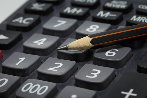 Bleistift auf taschenrechner