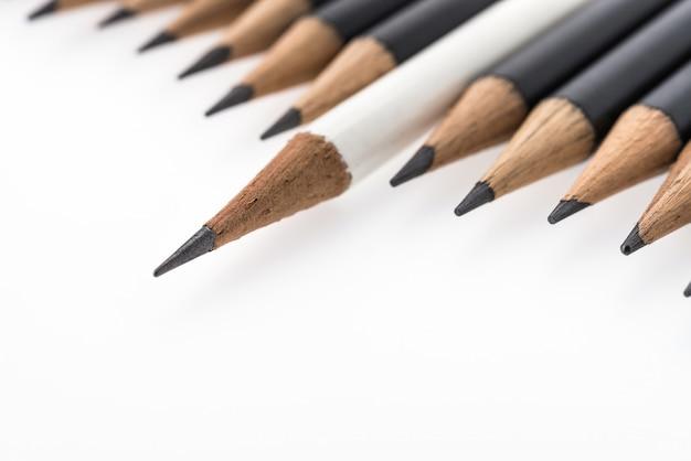 Bleistift getrennt auf weißem hintergrund