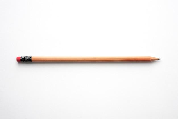 Bleistift isoliert auf weißem hintergrund