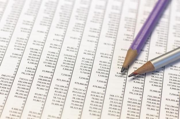 Bleistift- und finanzbericht, finanzanalyse