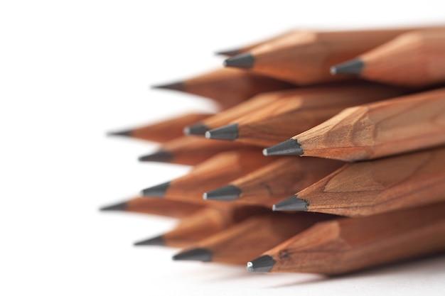 Bleistifte isoliert auf weißem hintergrund