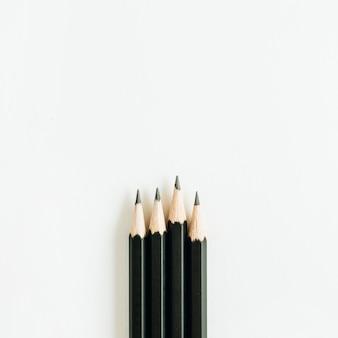 Bleistifte isoliert auf weißer oberfläche