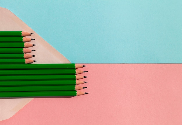 Bleistiftsortiment mit kopierraum