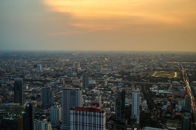 Blick auf bangkok im baiyoke sky hotel
