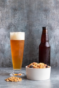 Blick auf bier in einem glas serviert