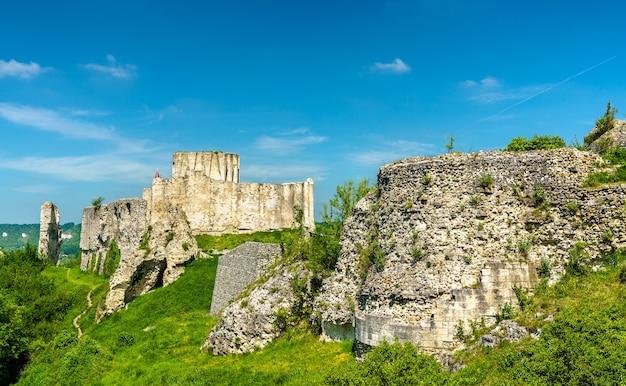 Blick auf chateau gaillard, eine mittelalterliche burgruine in les andelys stadt - normandie, frankreich