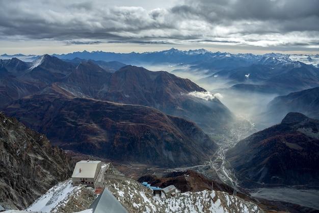 Blick auf cormayeur vom monte bianco
