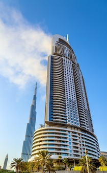 Blick auf das address downtown hotel in brand in dubai