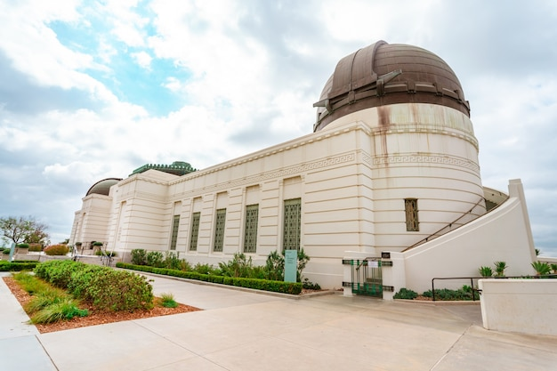 Blick auf das griffith park-observatorium in los angeles