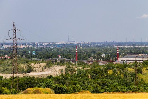 Blick auf das industriegebiet in der stadt kremenchug, ukraine