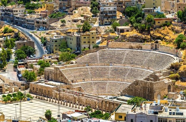 Blick auf das römische theater in amman - jordanien