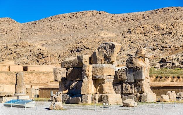 Blick auf das unvollendete tor in persepolis - iran