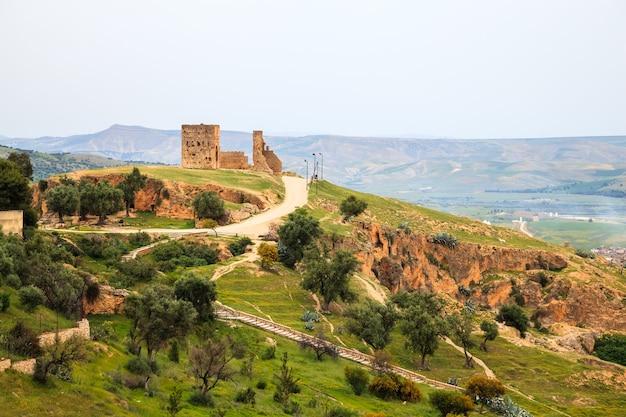 Blick auf den aussichtspunkt in fes, marokko.