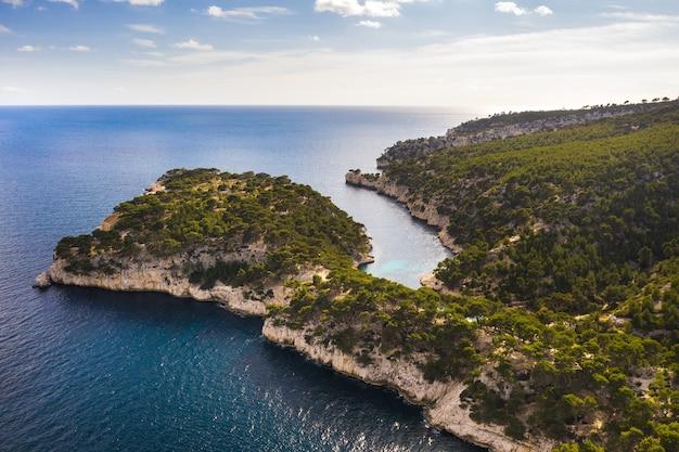 Blick auf den calanque de port mioux, einen der größten fjorde zwischen marseille und cassis, frankreich.