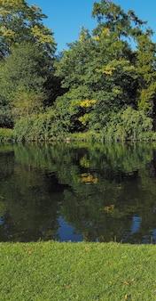 Blick auf den fluss avon in stratford-upon-avon, uk