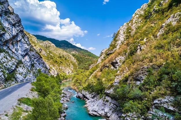 Blick auf den fluss verdon im département alpes-de-haute-provence von frankreich
