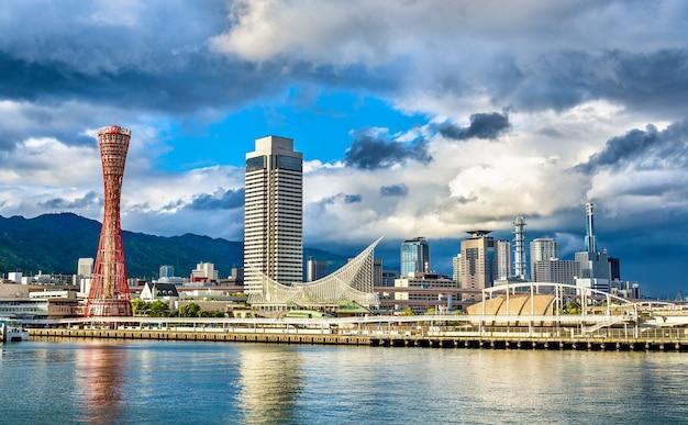 Blick auf den hafen von kobe - japan