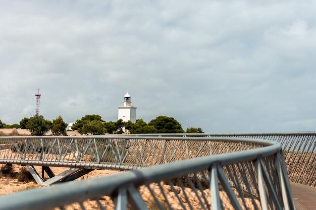 Blick auf den leuchtturm von santa pola. alicante, spanien