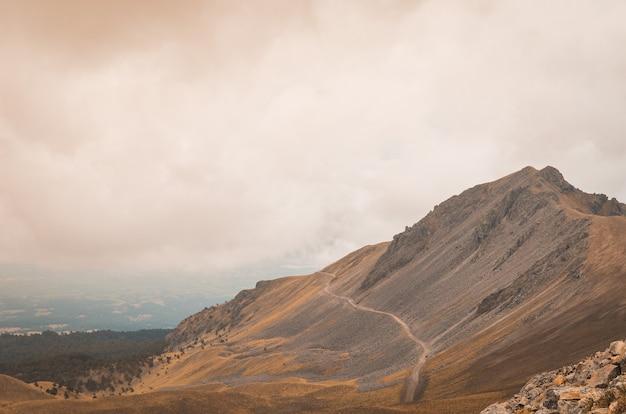 Blick auf den nevado de toluca, inaktiven vulkan von mexiko.