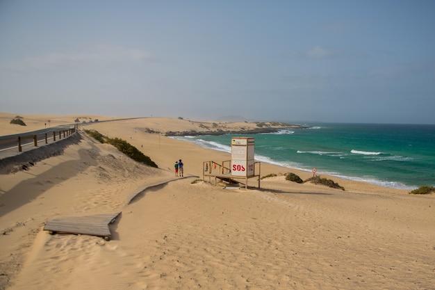 Blick auf den ozean, die dünen von corralejo, fuerteventura