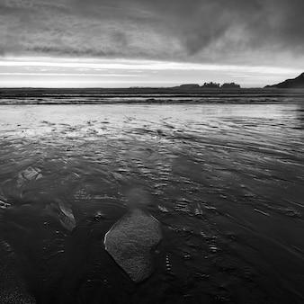 Blick auf den ozean vom strand, cox bay, pacific rim nationalpark reserve, tofino, vancouver isla