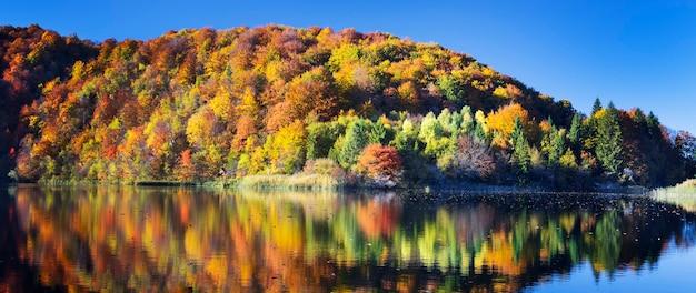 Blick auf den schönen see im nationalpark plitvice, kroatien