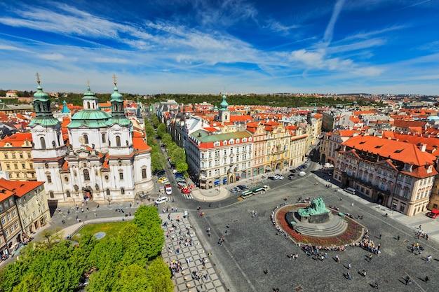 Blick auf den stare mesto square, den altstädter ring und die st. nicholas church vom rathaus aus