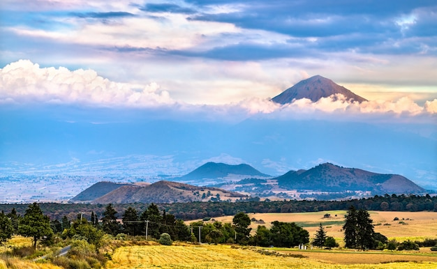 Blick auf den vulkan popocatepetl im bundesstaat mexiko