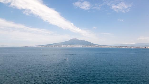 Blick auf den vulkan vesuv