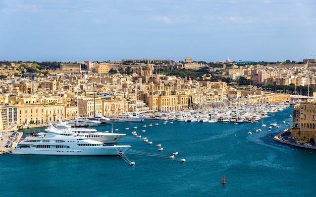 Blick auf den yachthafen in valletta malta