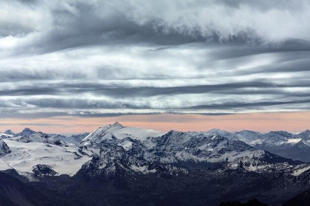 Blick auf die alpen vom monte bianco