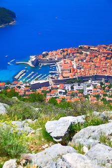 Blick auf die altstadt von dubrovnik vom hügel, kroatien