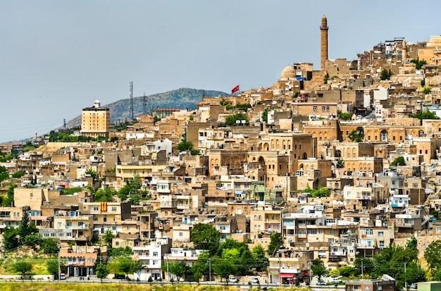 Blick auf die altstadt von mardin in der türkei
