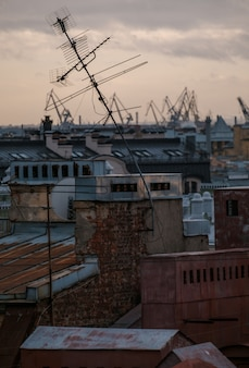 Blick auf die dächer von sankt petersburg