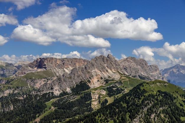 Blick auf die dolomiten bei wolkenstein, südtirol, italien