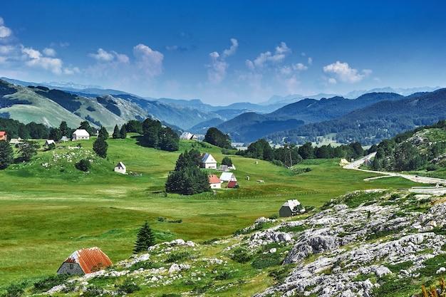 Blick auf die haarnadelstraße zum risan montenegro