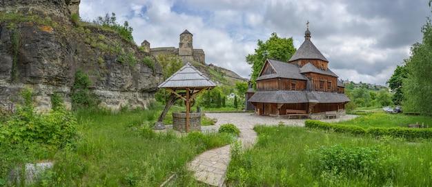 Blick auf die holzkirche tserkva vozdvyzhennya chesnoho khresta kamianetspodilskyi ukraine