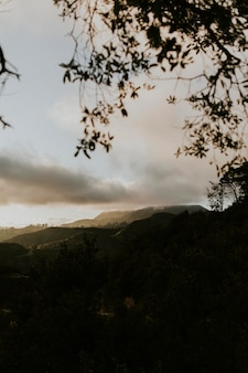 Blick auf die hügel in kalifornien