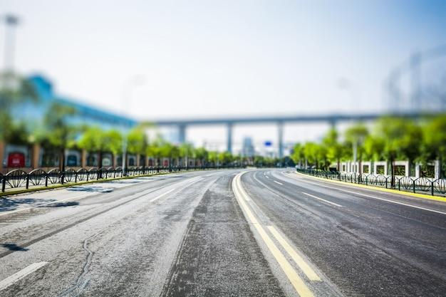 Blick auf die innenstadt raleigh, nord-carolina von der straße ebene, hdr bild
